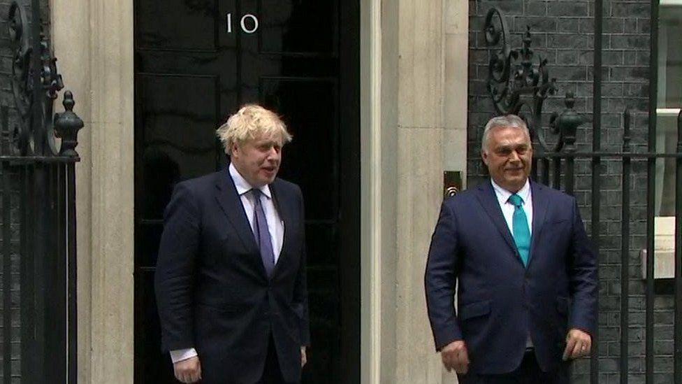 Viktor Orban v rozhovoru s Borisem Johnsonem uprostřed odsouzení