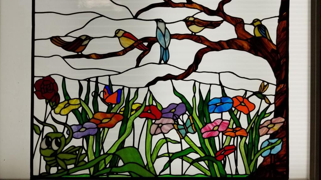 Tom Rigdon z The Hyland Studio v Santa Clara věrně obnovuje ve Spojených státech vitráže