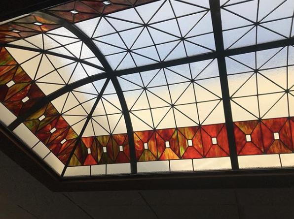 Hyland Studio věrně obnovuje vitráže