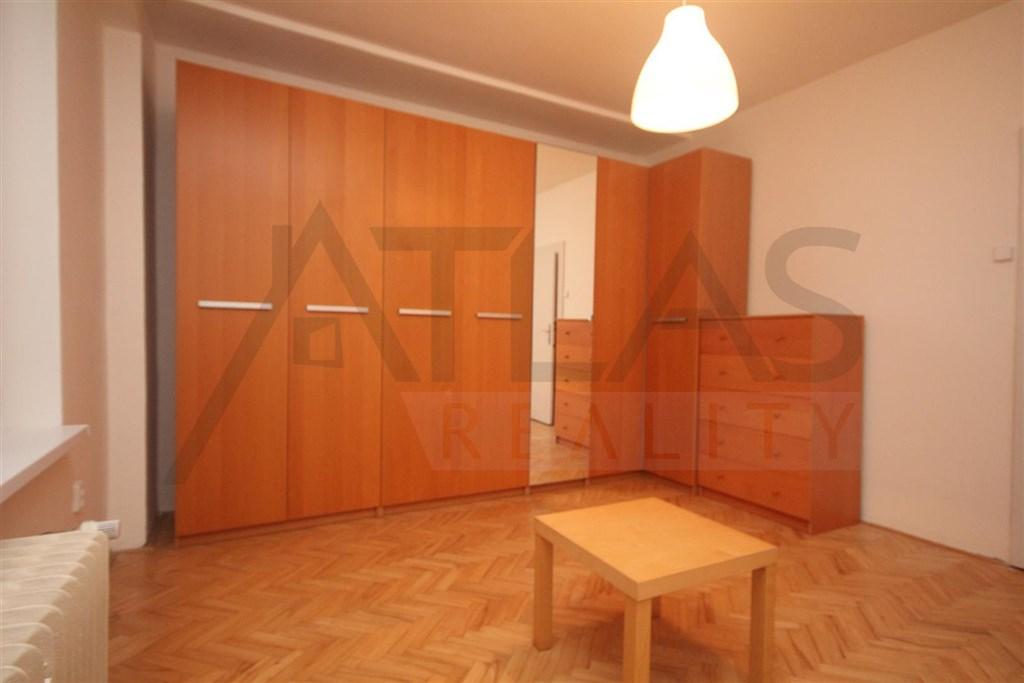 vestavěné skříně  - Pronájem bytu 3+kk Praha 2 Vinohrady, Chodská