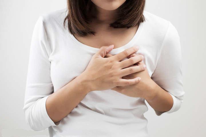 Máte bolesti na hrudi? Může to způsobit nejen vaše srdce!