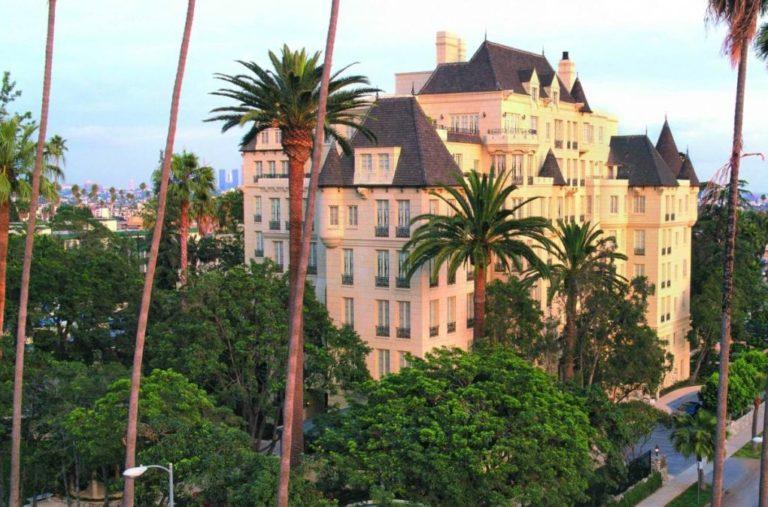 Scientologické celebrity centrum v Los Angeles dodává scientologické služby umělcům, politikům, sportovcům a vedoucím osobám z průmyslu a podnikání.