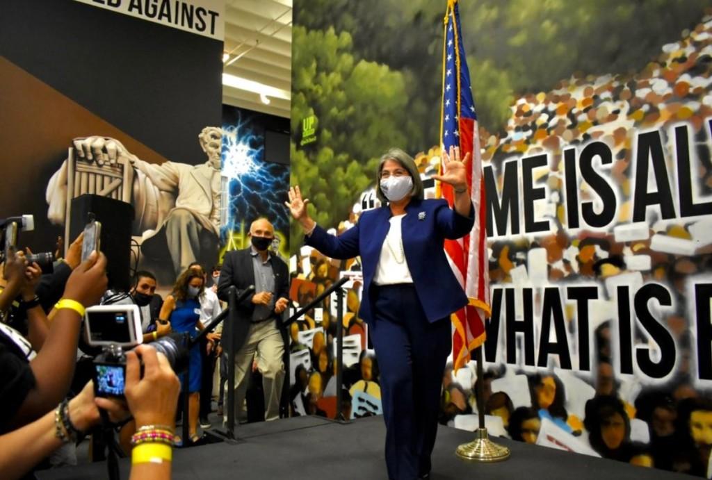 Miami-Dade zvolila svou první ženu krajskou starostku