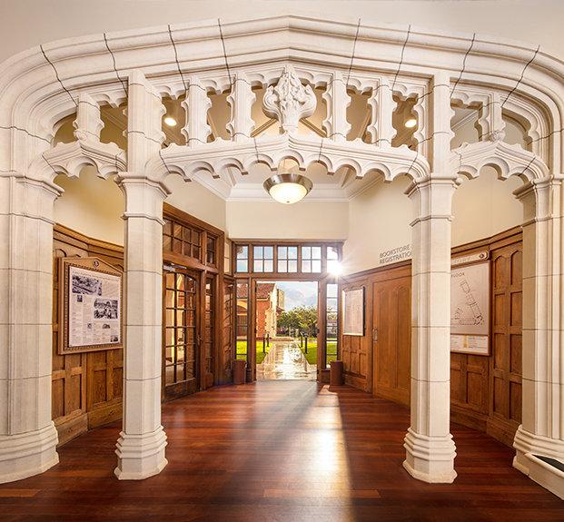 Ozdobné kamenné prvky – Historická budova ve které nyní sídlí Scientologická církev na Novém Zélandu v městě Aucklad